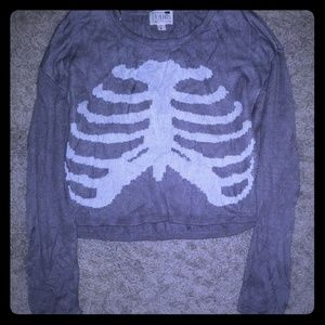 Gray skeleton ribcage cropped tee